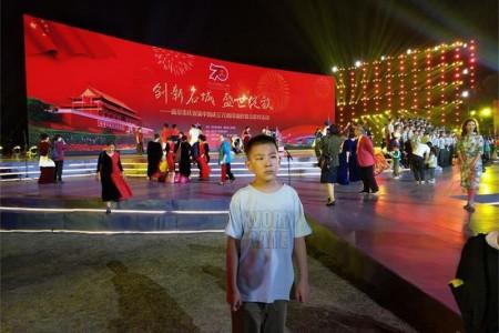 国庆70周年观玄武湖无人机表演(六年级作文、记事作文)